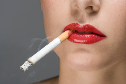 hút thuốc có hại cho da